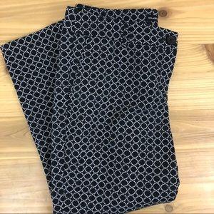 Hilary Radley black and white capris, size 6